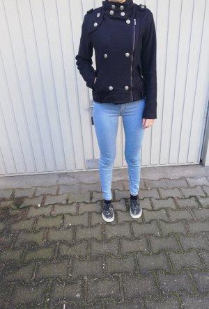 Schwarze leichte Jacke im Military Stil