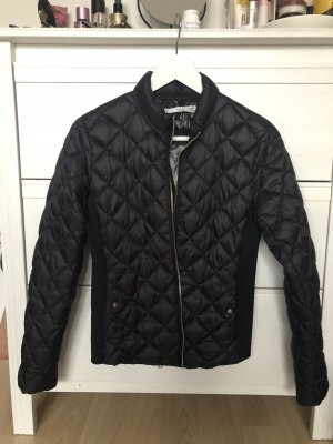 Schwarze leichte Jacke von Mango