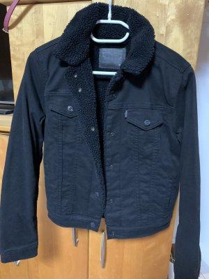 Schwarze Levi's Jeansjacke mit Innenfutter