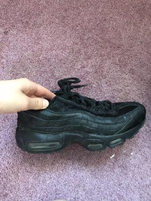 Schwarze Nike Air 95 Sneaker