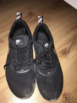 Schwarze Nike air Max Thea