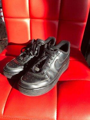 Schwarze Nike Airforce 1 Größe 36,5