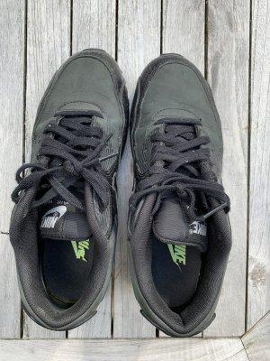 Schwarze Nike AirMax Krokodil Style