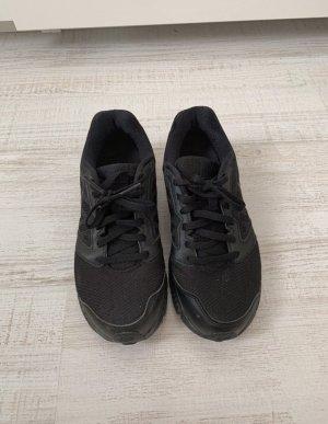 Nike Sneaker con tacco nero