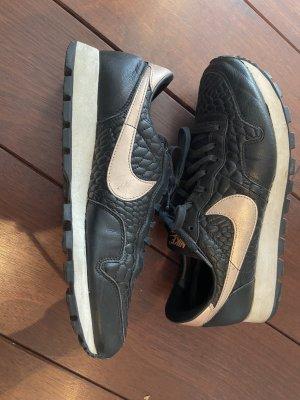 Schwarze Nike Schuhe mit rosegoldenen Details Gr. 42,5