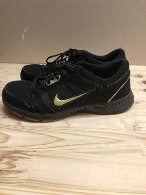 schwarze Nike Schuhe / Turnschuhe - Gr. 39
