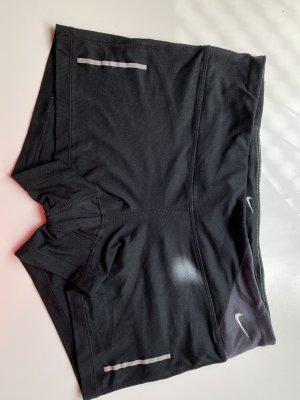 Schwarze Nike Shorts
