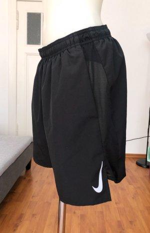 Schwarze Nike Shorts L
