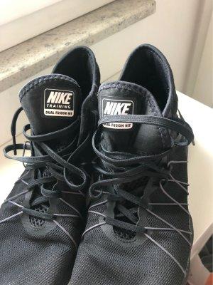 Schwarze Nike Trainingschuhe