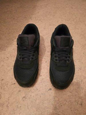 Schwarze Nikes