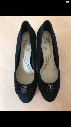 Schwarze, offene Schuhe, mit Keilabsatz