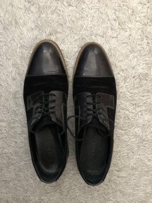 Schwarze Oxford Schuhe mit Lackdetails Gr. 41