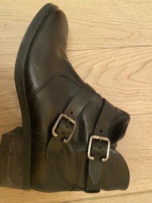 Schwarze Paul Green Boots im Bikerlook
