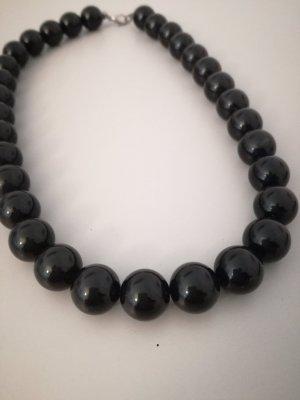 Naszyjnik z perłami czarny