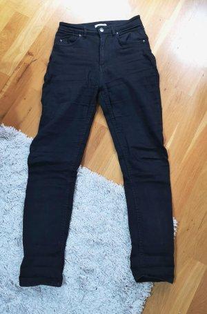 Schwarze Petit Jeans