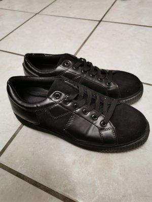 Schwarze Plateau Sneaker