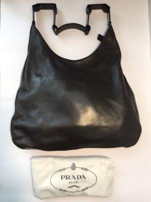 Schwarze PRADA Handtasche mit originellem Henkel