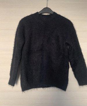 Schwarze Pullover
