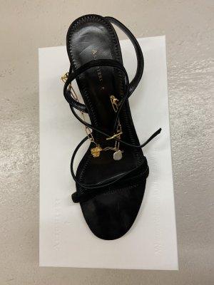 Schwarze Riemchen-Sandalen mit Pfennigabsatz und Ankle-Kettchen aus Velour