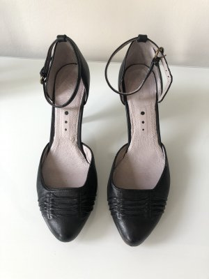 Biviel Strapped pumps black