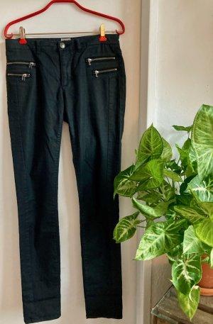 Schwarze rockige  ONLY Hose in leichter Kunstlederoptik mit Zierreißverschluss