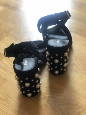 schwarze Samt-Sandaletten
