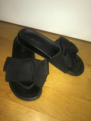 Schwarze Sandalen*Badeschuhe mit großer Schleife v. Sofi Gr. 39