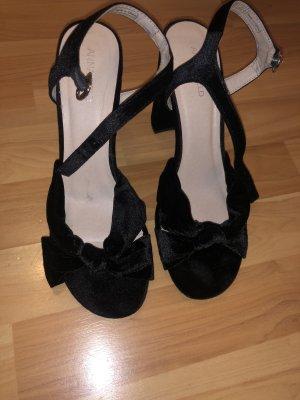 Schwarze Sandalen mit Absatz