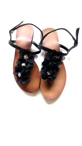 Schwarze Sandalen mit Blumen