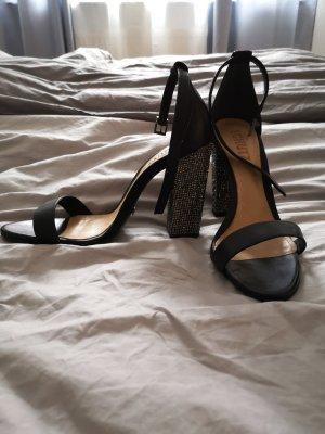 Schwarze Sandalen mit Glitzerabsatz