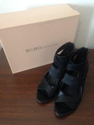 Schwarze Sandalen mit Keilabsatz von BCBGeneration