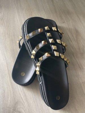 SheIn Chanclas negro-color oro
