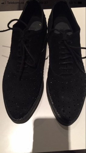 Schwarze Schnürschuhe mit Strasssteinen
