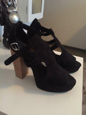 Schwarze Schuhe!