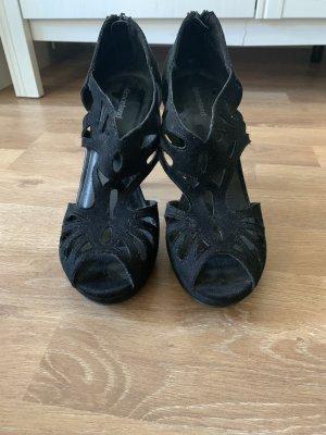 Schwarze Schuhe mit leichtem Plateau