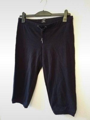 schwarze sehr bequeme Sporthose  in 3/4 Länge.