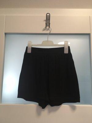 schwarze Short, Größe S