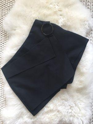 Schwarze Shorts in Rockoptik Größe L sehr gut