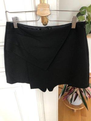 Schwarze Shorts mit Details