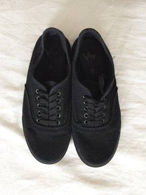 Schwarze Sneaker / Stoffschuhe von Victory