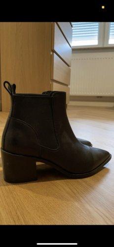 Schwarze Spitze Schuhe