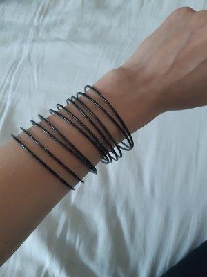 Schwarze starre Armbänder / Armreifen