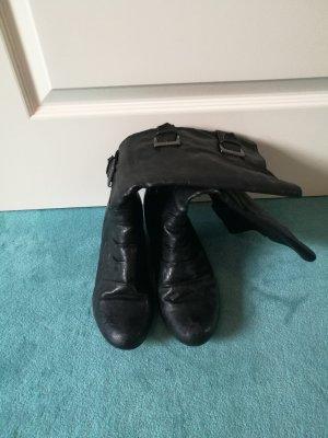 Schwarze Stiefel mit Absatz, Größe 39