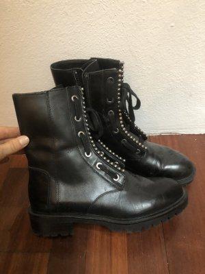 Schwarze Stiefel mit Perlen Besatz