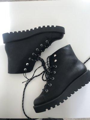 schwarze Stiefel (NEU!)