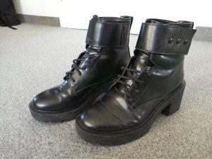 Bershka Bottes à lacets noir