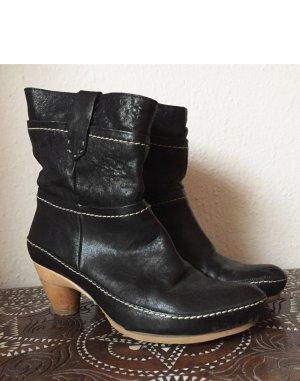 Schwarze Stiefeletten aus echtem Leder