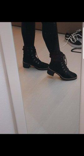 schwarze Stiefeletten
