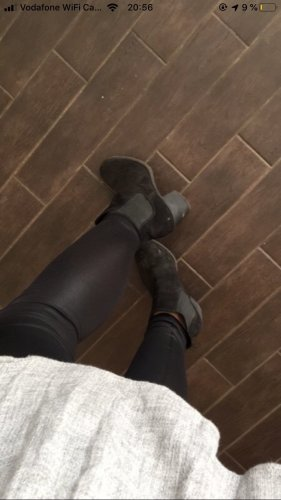 Schwarze Stiefeletten mit Absatz von H&M