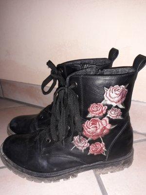Schwarze Stiefeletten mit Blümchendetails